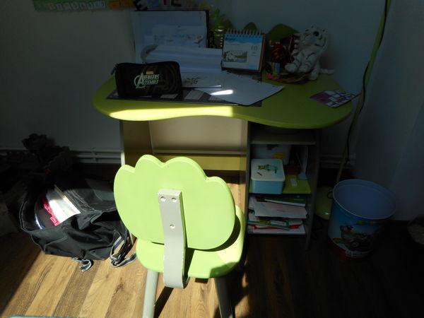 achetez bureau enfant occasion annonce vente amilly 45 wb152593151. Black Bedroom Furniture Sets. Home Design Ideas