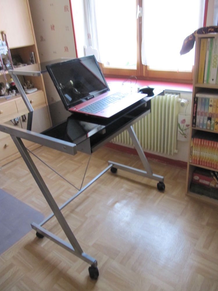 Bureau informatique  Bureau pieds métal + tablettes en verre 25 Villeneuve-d'Ascq (59)