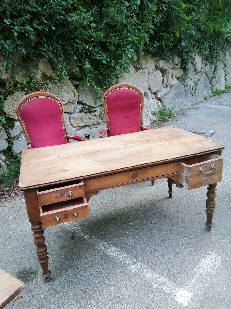 Bureau Louis Philippe bon état a rafraichiravec 2 fauteuils  300 Tresserve (73)