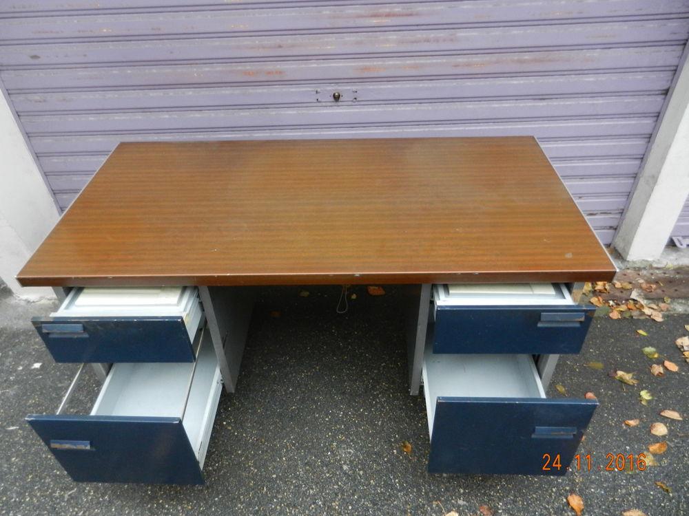 achetez bureau m tallique occasion annonce vente grenoble 38 wb154821822. Black Bedroom Furniture Sets. Home Design Ideas