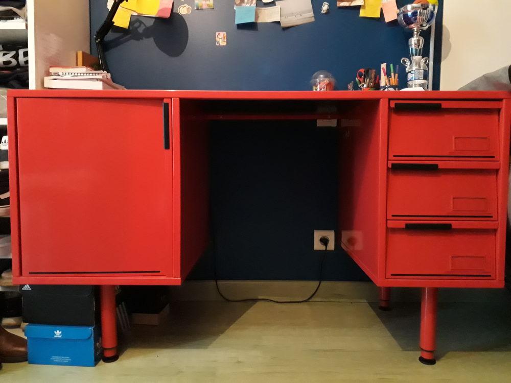 Bureau métallique rouge Meubles