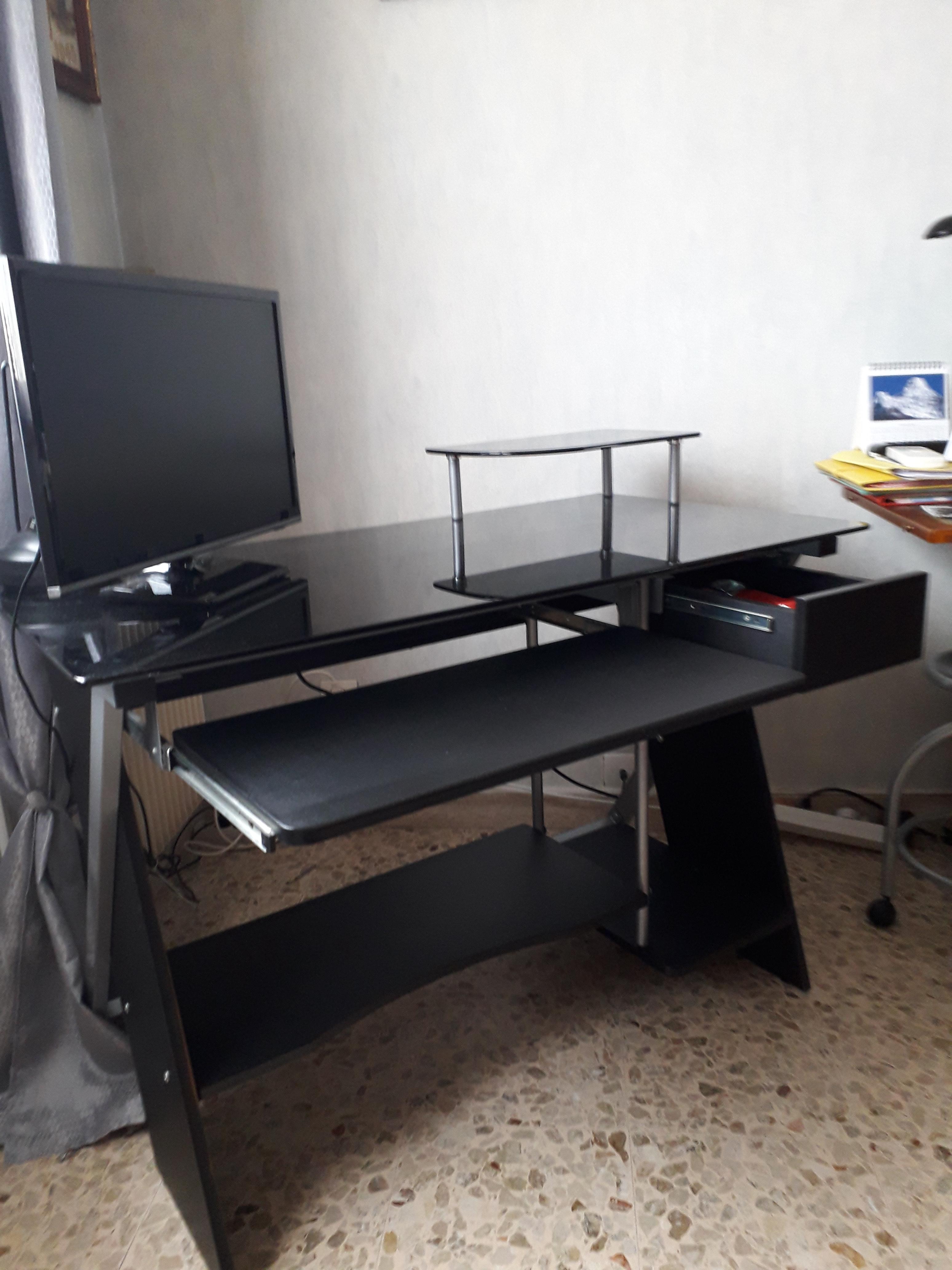 bureau pour ordinateur ou autre, en verre fumé noir et bois 40 Saint-Laurent-du-Var (06)