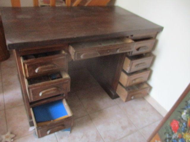 bureau de  professionnel en  bois pas de contre plaque   150 Meynes (30)