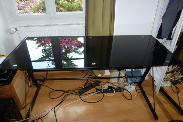 achetez bureau en verre fume occasion annonce vente juan les pins 06 wb148712145. Black Bedroom Furniture Sets. Home Design Ideas
