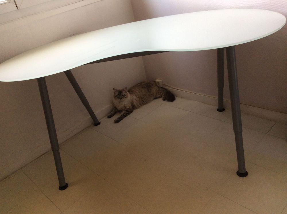 Bureau en verre trempé IKEA  50 Le Petit-Quevilly (76)