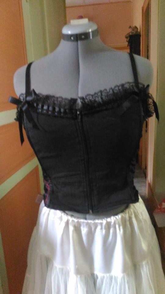 Bustier corset noir et rose 10 La Mothe-Saint-Héray (79)