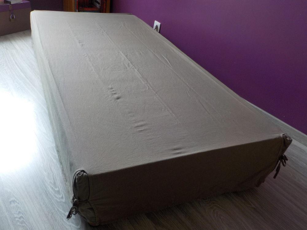 achetez cache sommier lit 1 occasion annonce vente. Black Bedroom Furniture Sets. Home Design Ideas