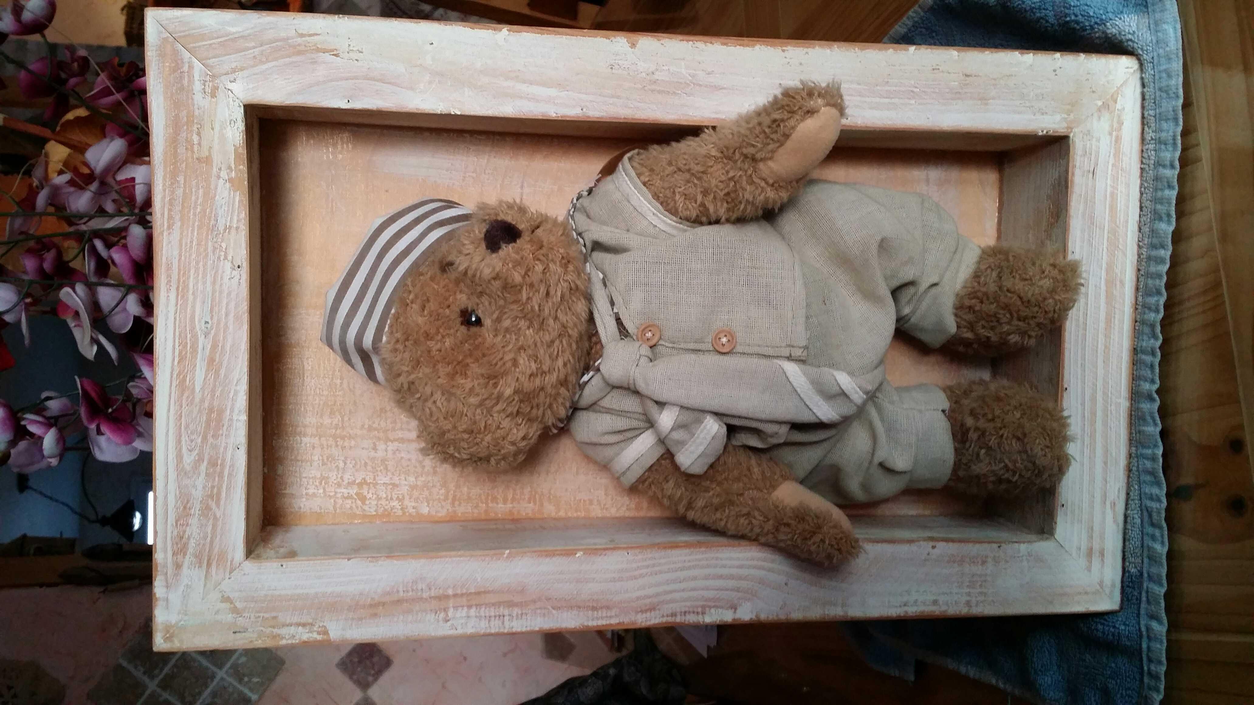 cadre en bois avec petit ourson Décoration