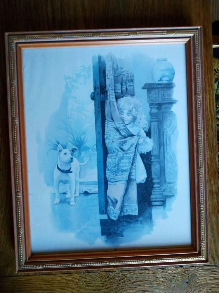 cadre en bois représentant une fillette et un chien.  10 Saint-Quentin (02)