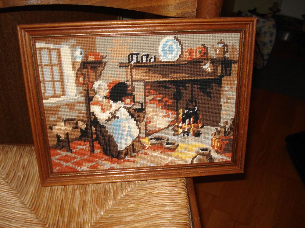 Cadre en canevas - grand-mère devant la cheminée 0 Mérignies (59)