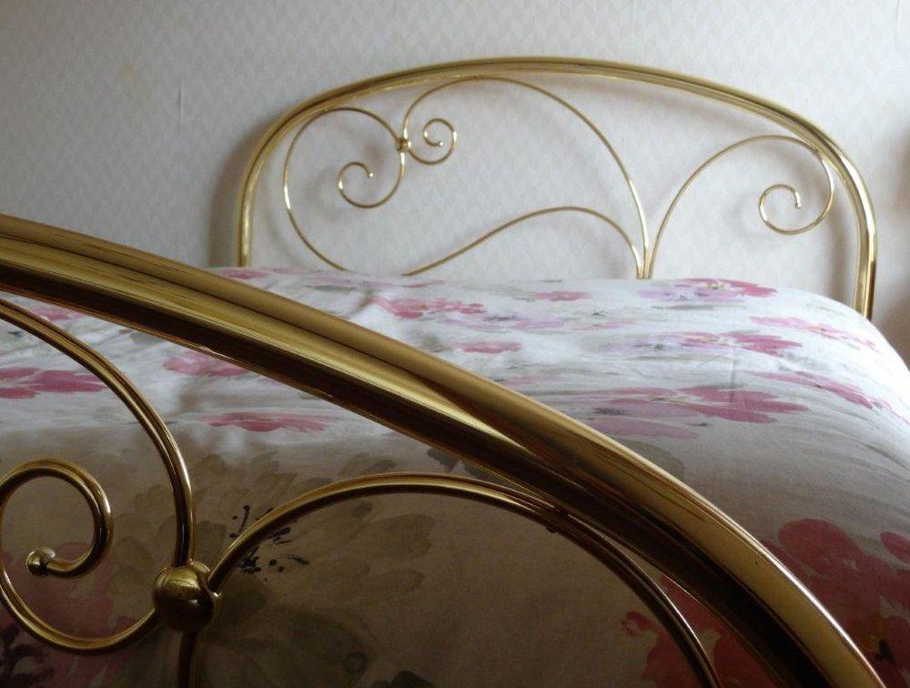 achetez cadre de lit laiton occasion annonce vente clermont ferrand 63 wb154387316. Black Bedroom Furniture Sets. Home Design Ideas