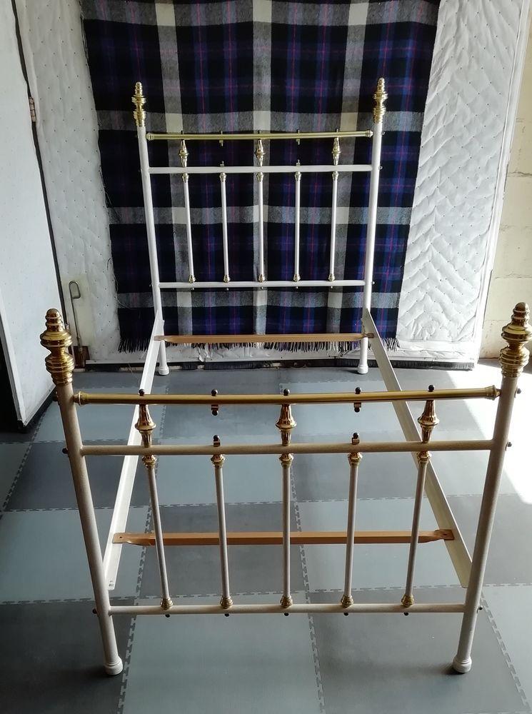 cadre de lit de 90 cm métallique blanc laqué 90 Saint-Maur-des-Fossés (94)