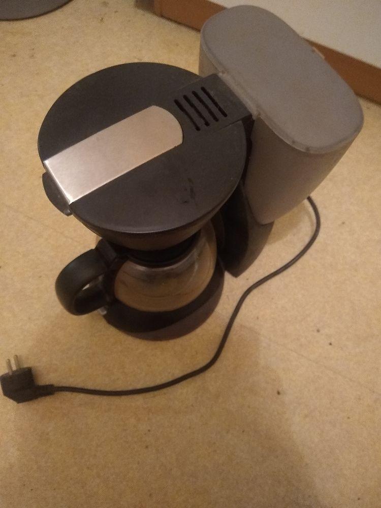 Cafetière électrique noire filtre 20 Guingamp (22)