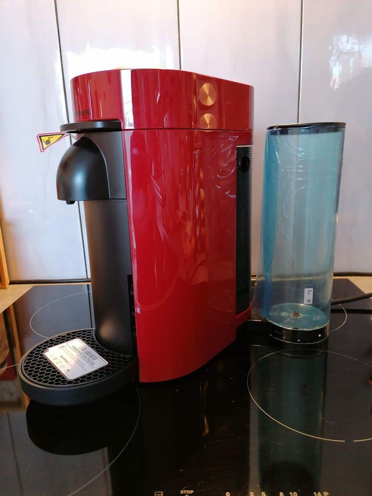 Cafetière Nespresso Vertuo rouge neuve 80 St Auban (04)