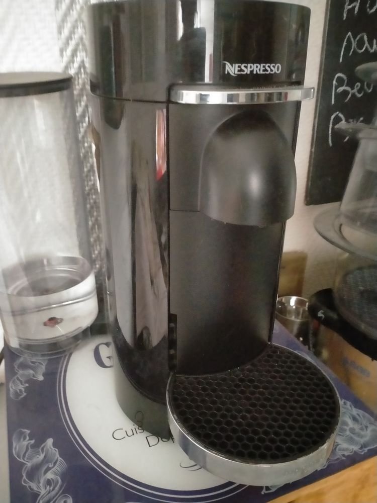 cafetiere nespresso vertuo 70 Aubergenville (78)