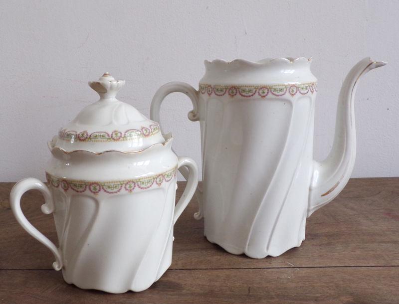 Cafetière en porcelaine blanche frise géométrique 6 Laval (53)