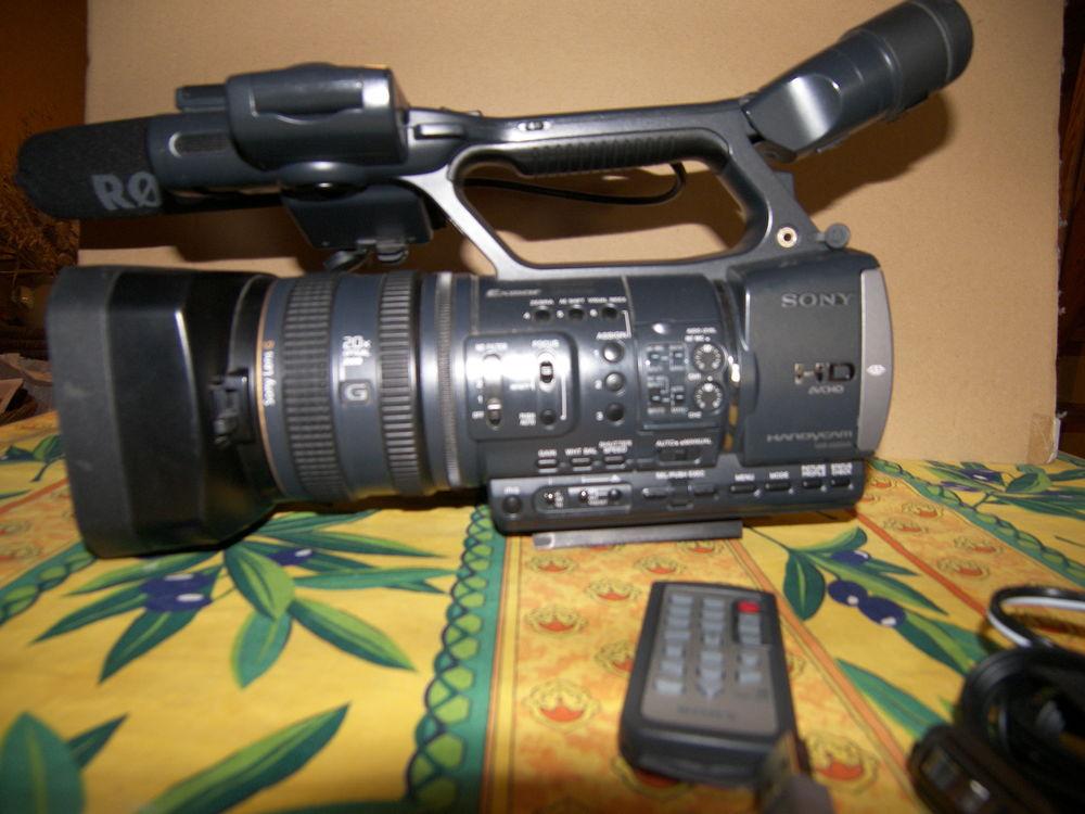 Camera Sony SONY HDR-AX2000E 1800 Saint-Germain-de-Salles (03)