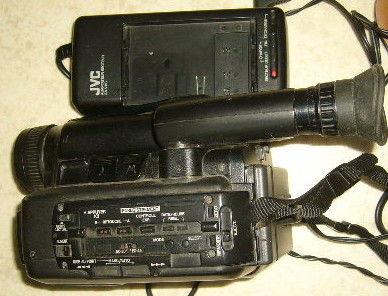 Camescope VHSC JVC GR-AX15S à réparer ou piéces 15 Versailles (78)