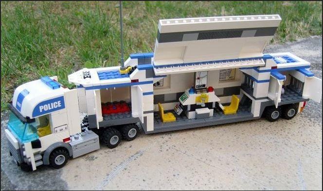 Camion de police Légo 20 Chatou (78)