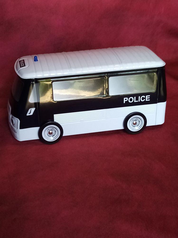 Camion de police neuf  15 Avermes (03)