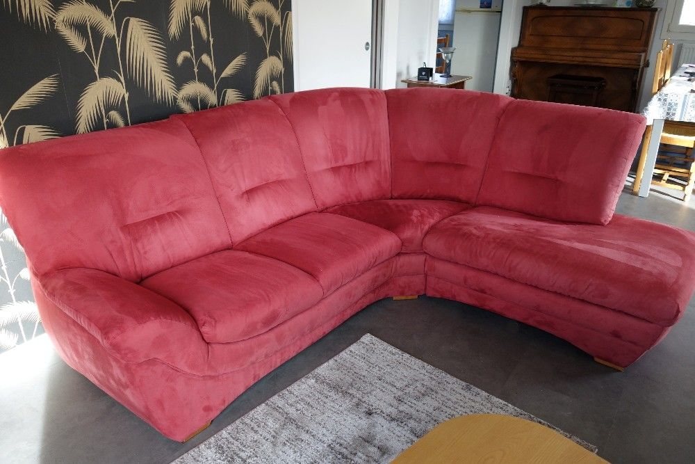 Canapé d'angle, alcantara, couleur framboise et son fauteuil 0 Besançon (25)
