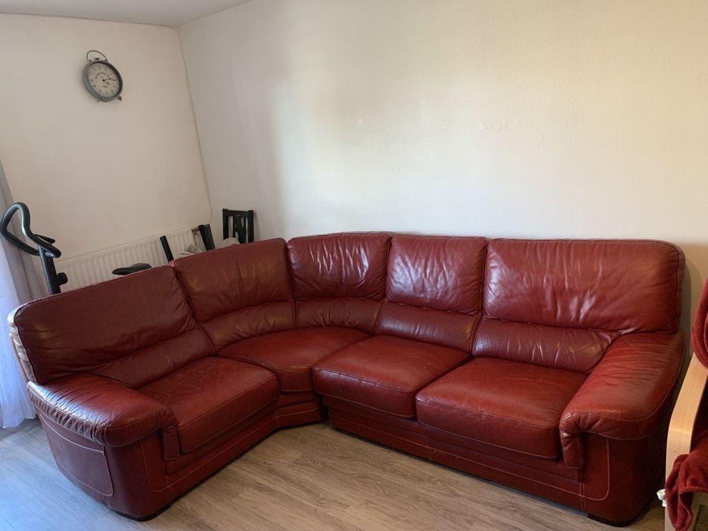 Canapé d'angle cuir rouge  300 Pantin (93)