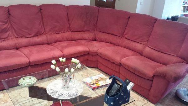 Canapé d'angle, 5/6 places, couleur framboise 450 Trouillas (66)