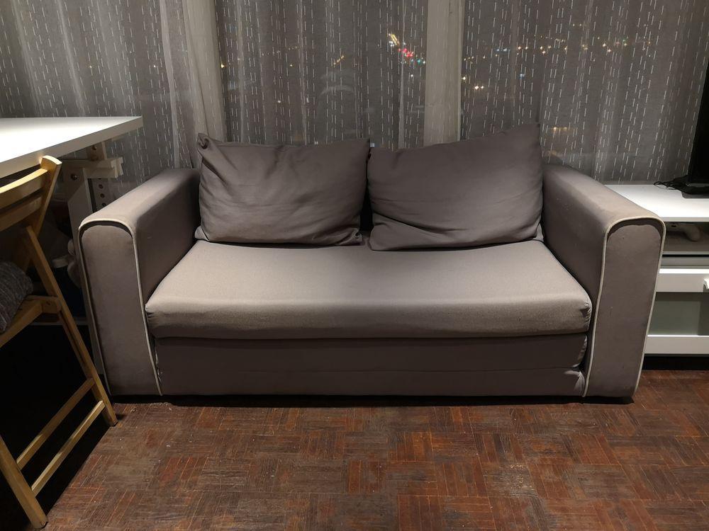 Canapé d'appoint deux places gris. 50 Livry-Gargan (93)