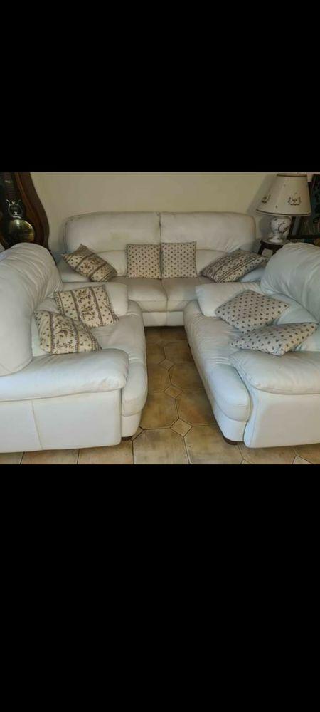 Canapé avec deux fauteuils, cuir blanc 300 L'Escarène (06)