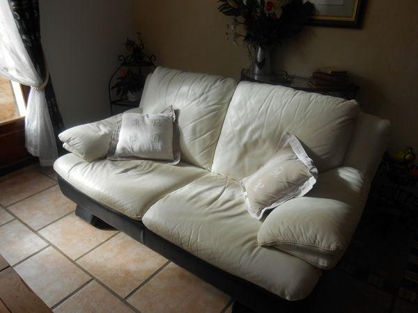 canape blanc et noir tout cuir pleine fleur  vachette 200 Sainte-Anastasie-sur-Issole (83)
