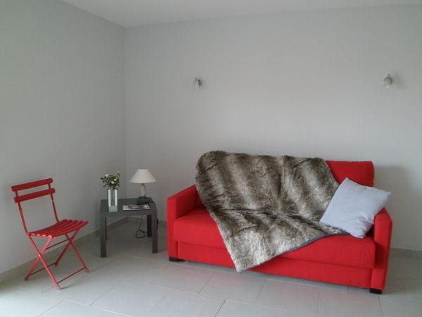 canap s convertible 2 places occasion toulon 83 annonces achat et vente de canap s. Black Bedroom Furniture Sets. Home Design Ideas