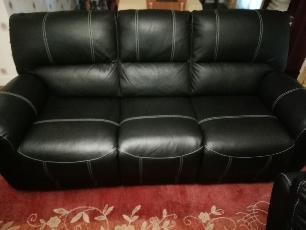 canapé cuir et deux fauteuils couleur noir 900 Le Lardin-Saint-Lazare (24)