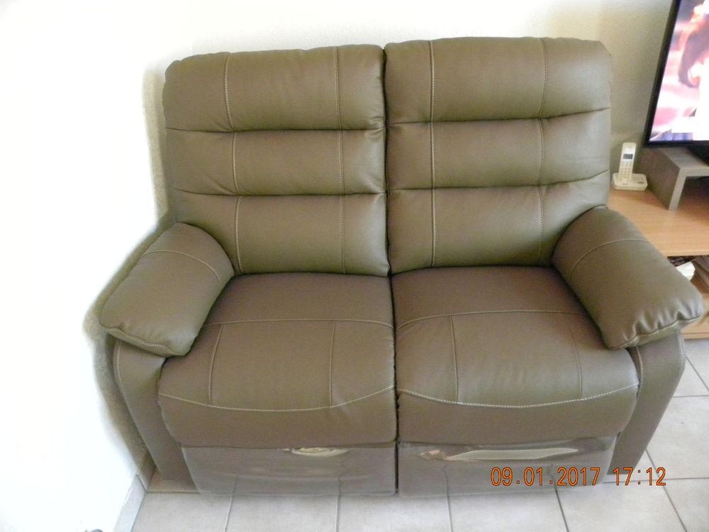 canap s 2 places occasion b ziers 34 annonces achat et vente de canap s 2 places. Black Bedroom Furniture Sets. Home Design Ideas