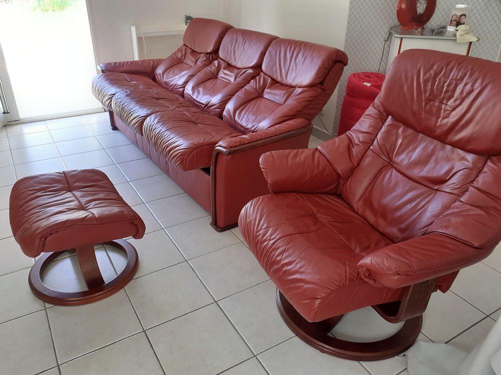 Canapé cuir + fauteuil + repose-pieds 500 Saint-Brevin-les-Pins (44)