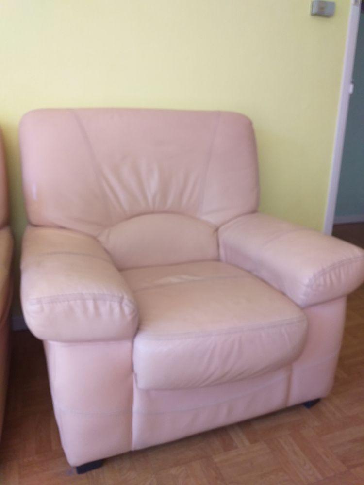 Canapé cuir et 2 fauteuils cuirs propres et bon état Meubles