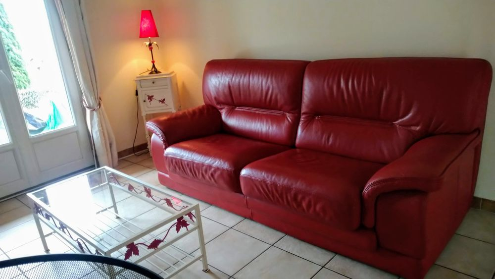 Canapé cuir fixe 3 places + TABLE de salon + petit meuble 650 Saverdun (09)