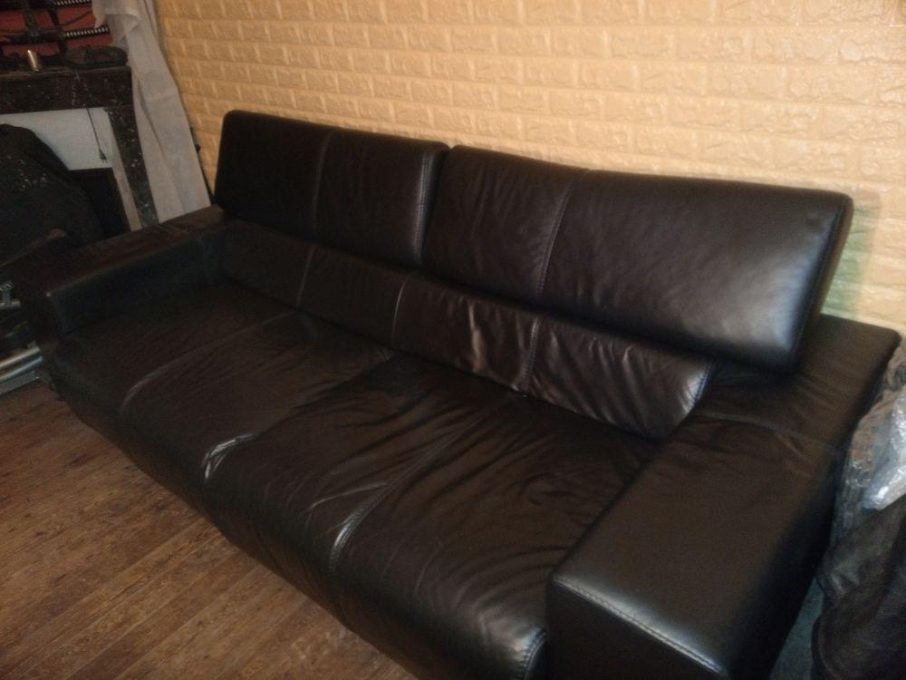 Canapé 3 pl cuir   grand Pouf 250 Angers (49)