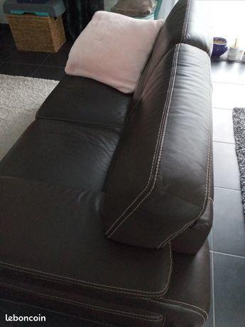 Canapé cuir marron avec couture beige apparente 300 Quimper (29)