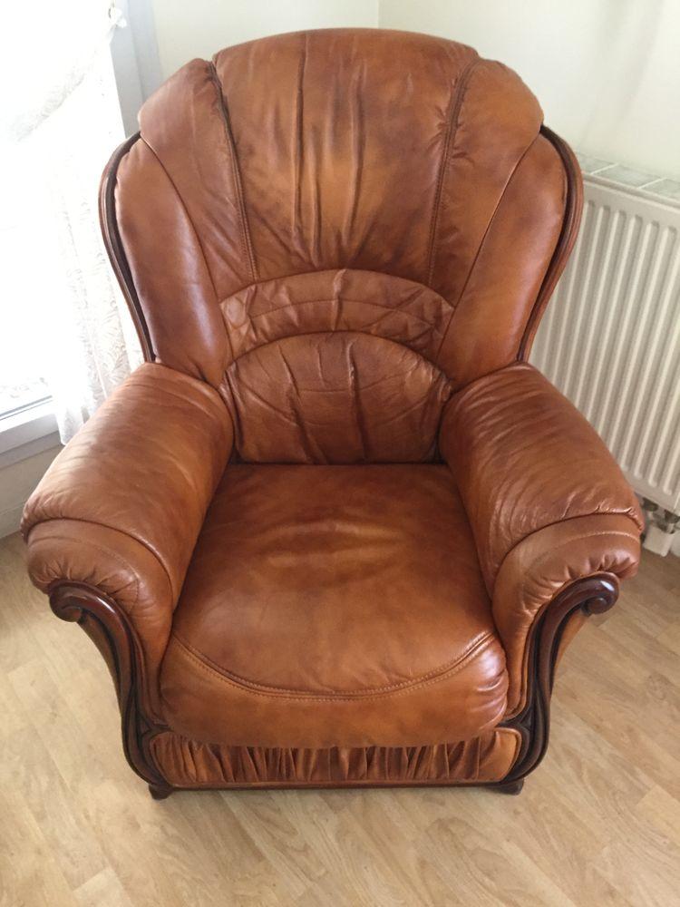 1 canapé cuir marron clair 3 places Plus 1fauteuil 150 Chelles (77)
