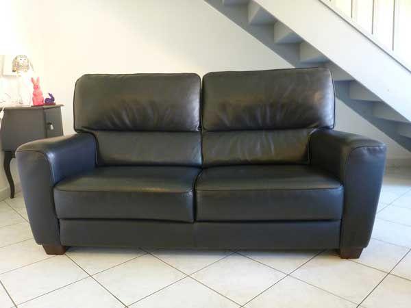 Canapé cuir noir et repose-pied marque BUROV 650 Villebon-sur-Yvette (91)