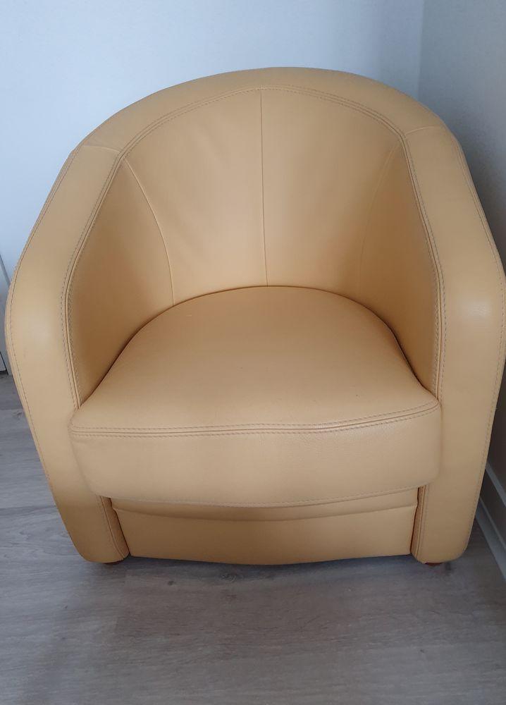 canapé cuir 3 places et deux fauteuils cabriolet cuir 250 Ivry-la-Bataille (27)