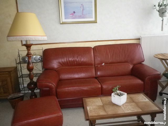 canapé cuir, pouf assorti,  table basse, fauteuil 300 Noyelles-Godault (62)