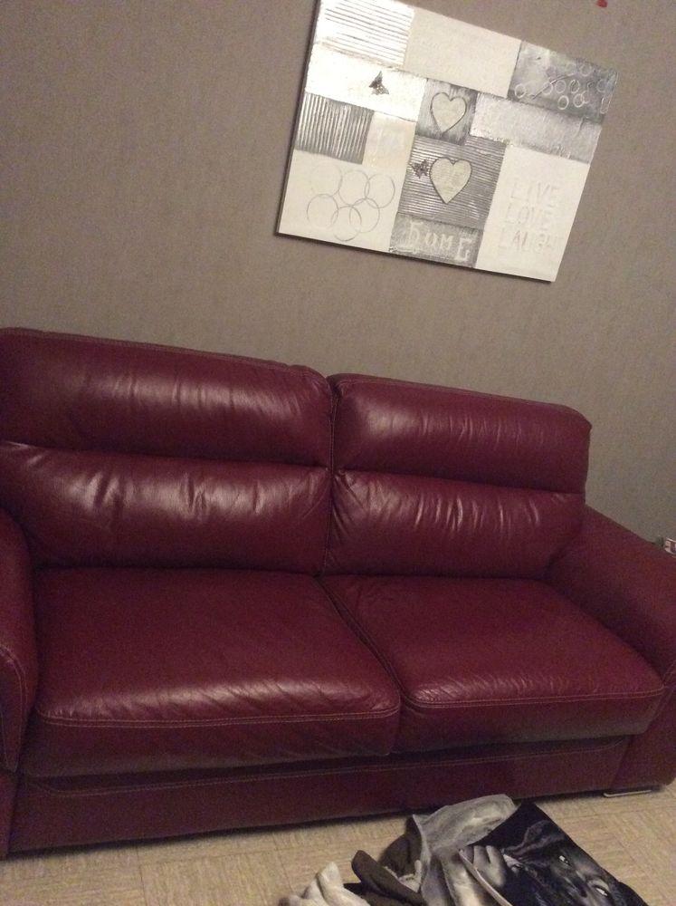 canape cuir rouge très très bon état , prix ferme 300 euros  300 Riom (63)