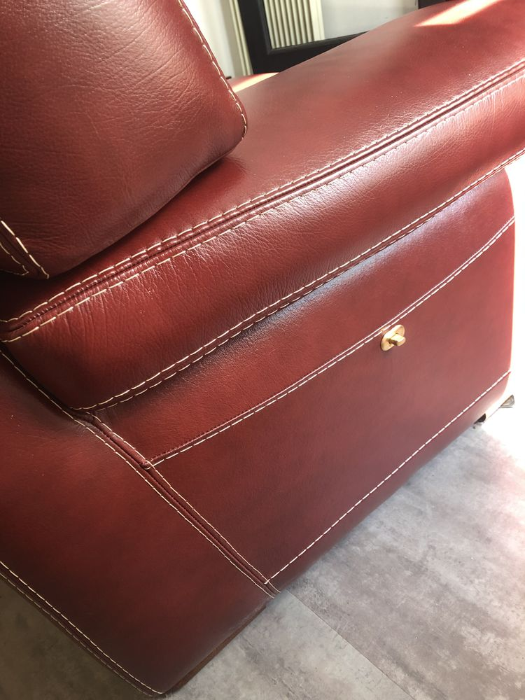 Canapé en cuir rouge 2 places 350 Maurepas (78)