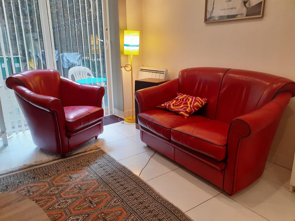 Canapé cuir rouge 2 places et fauteuil 1700 Paris 18 (75)