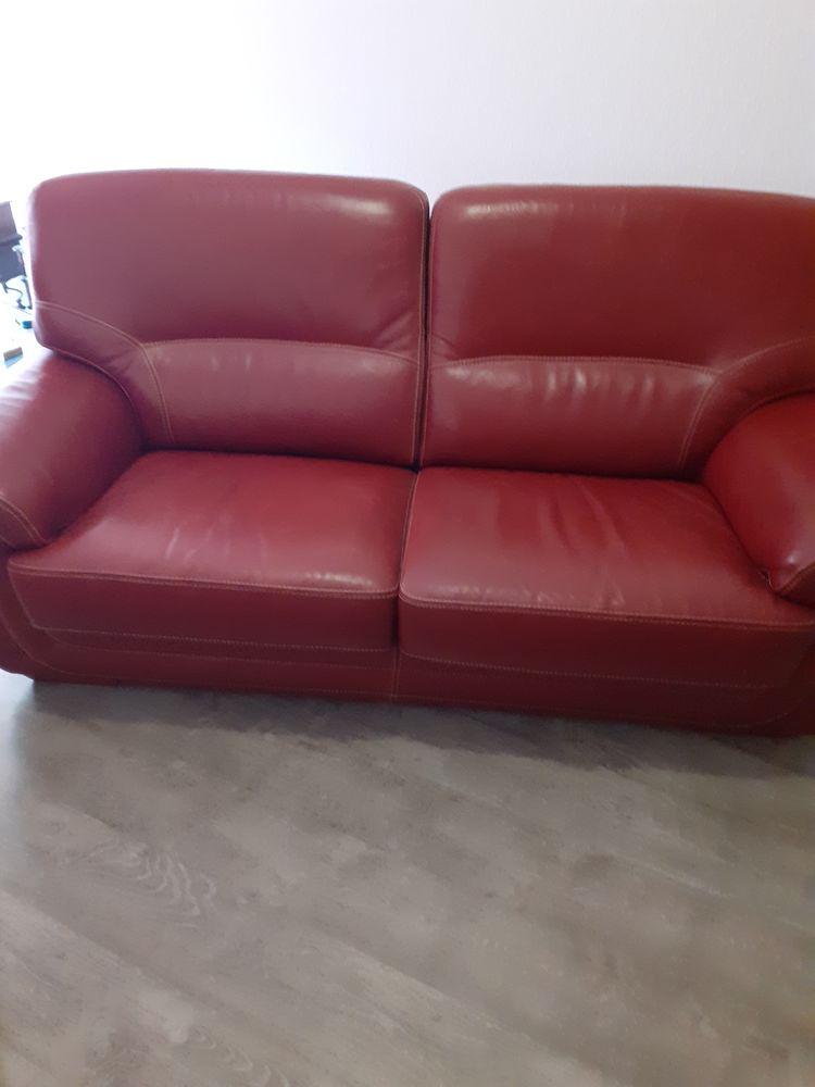 Canapé cuir rouge  120 Saint-Gilles-Croix-de-Vie (85)