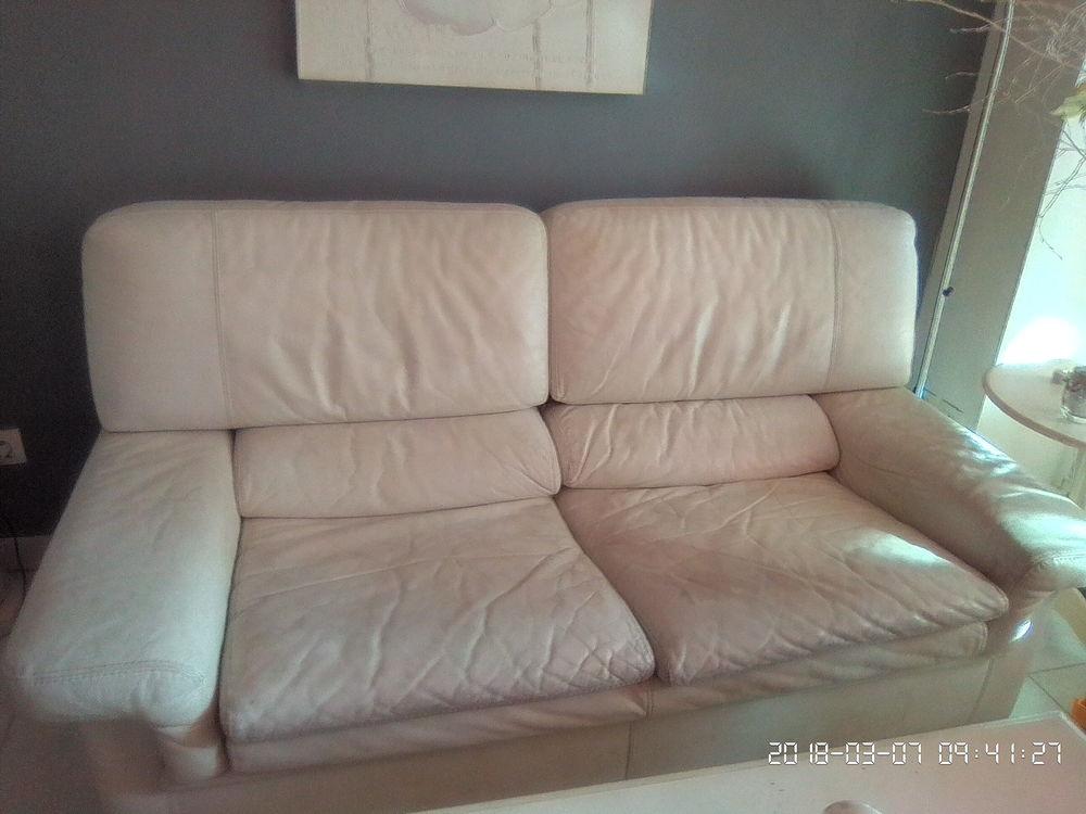 canap s convertibles occasion annonces achat et vente de canap s convertibles paruvendu. Black Bedroom Furniture Sets. Home Design Ideas
