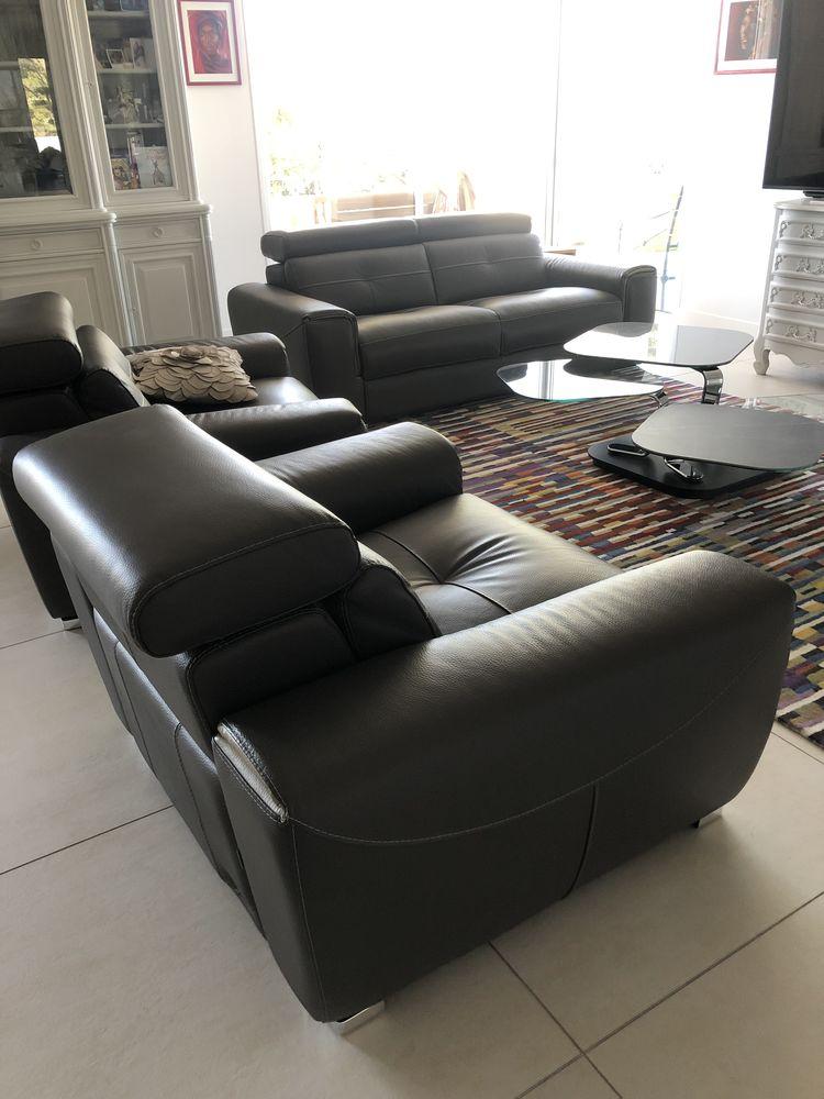 Canapé et deux fauteuil électrique à batterie en cuir Meubles
