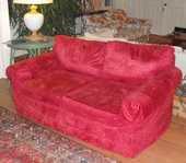 canapé deux places avec deux housses rouge et rayée gris 150 Sainte-Foy-lès-Lyon (69)