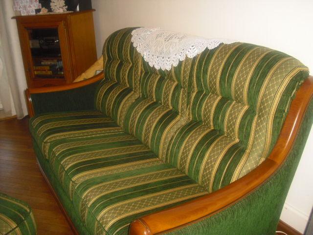 canapé + 1 fauteuil=1 pouf velours vert et or 180 Loches (37)